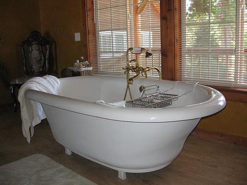 Auch in der heimischen Badewanne kann man ein Wellness Programm geniessen © flickr / Erica Nicol