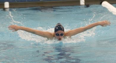 Schwimmen baut schnell starke Brustmuskeln auf © flickr / College Reporter Photos
