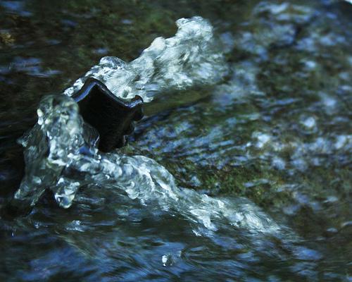 Wasser wird schon lang in Beauty Produkten eingesetzt © flickr / Britanglishman