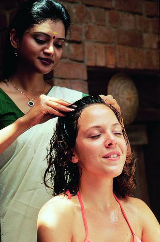 Eine Massage ist sehr entspannend © flickr / Kerala Tourism