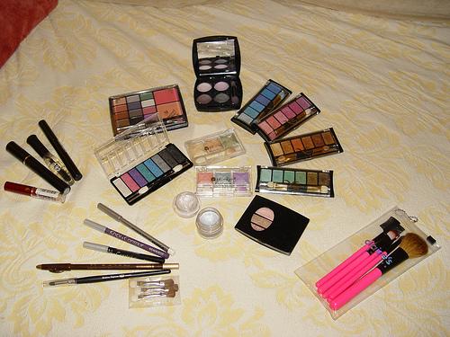 Auch Beauty Produkte können verderben © flickr / ♡Blackangelツ