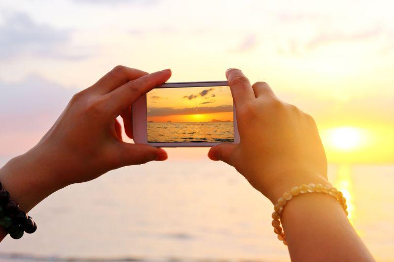 Landschaften und eine idyllische Natur sind die Lieblingsfotomotive der Bundesbürger. Besonders gelungene Aufnahmen lassen sich beispielsweise als Wandbild zur Dekoration des eigenen Zuhauses nutzen. Foto: djd/CEWE/Thinkstock